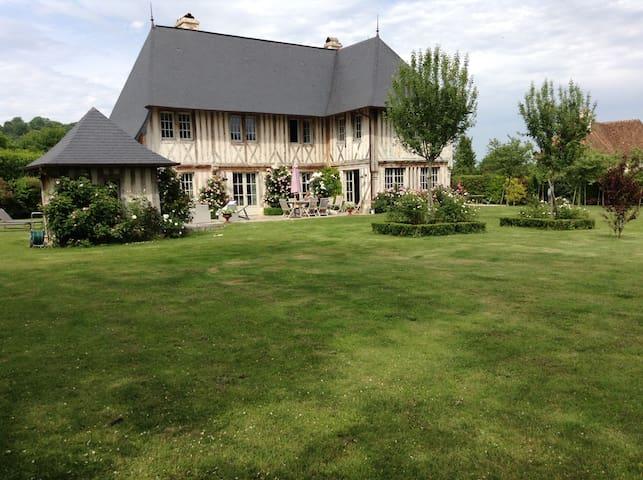 Manoir de charme au calme à 2 km de Deauville