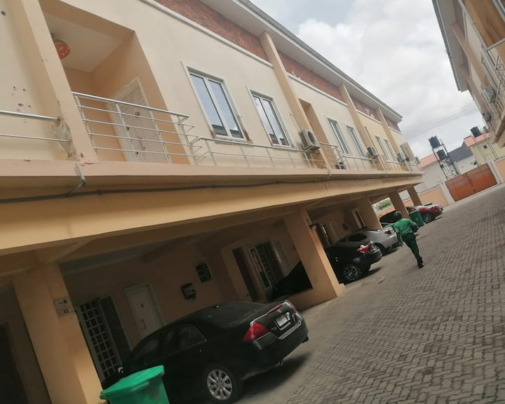 Cosy room with 24-hour electricity in Lekki 2