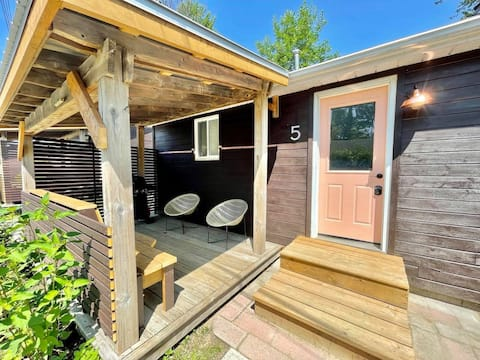 Fun & Fresh Mid-Mod Cottage with Beach Access