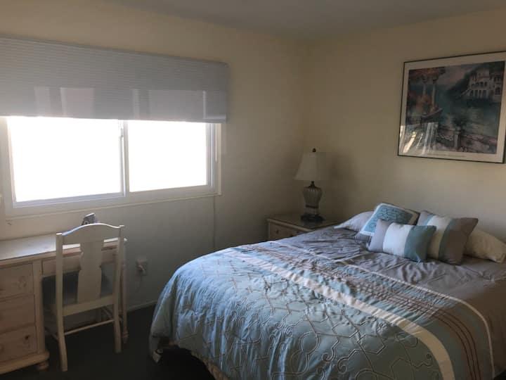 Cozy Pleasant Valley Room
