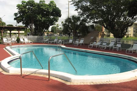 Spacious private room for long stay holidays - Lauderdale Lakes