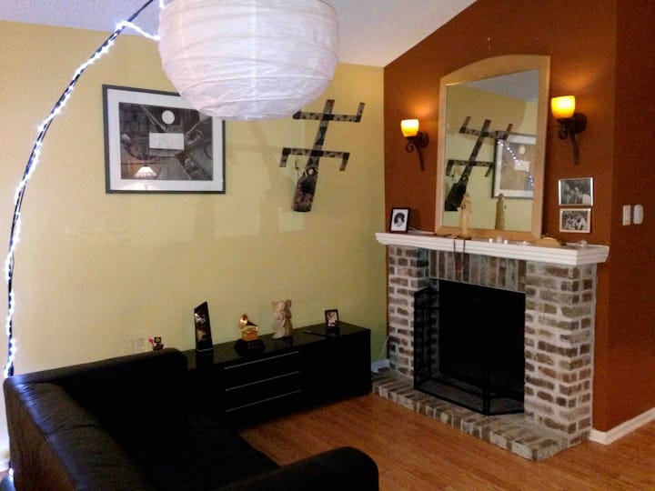 Full Condo near Airport and Parks