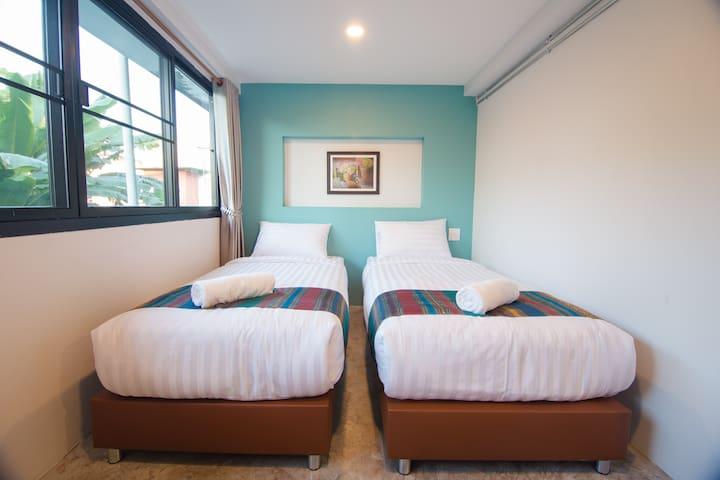 Suree House:Twin room&Privatebathroom