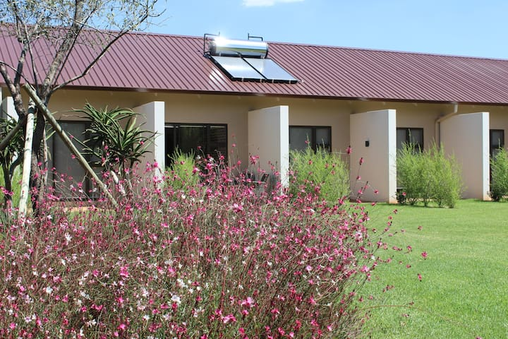 Esther's Country lodge - ZA - Bed & Breakfast