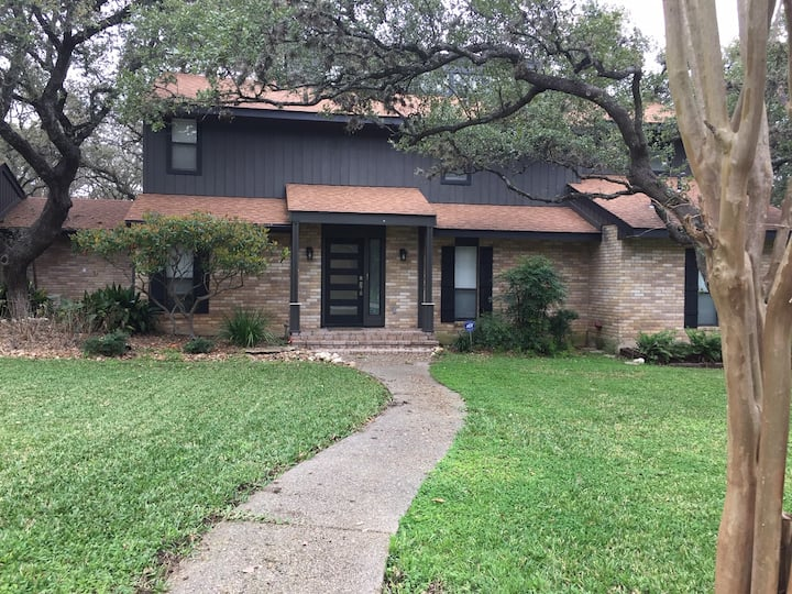 Dog Friendly Contemporary House with large yard.