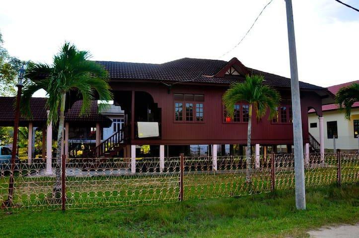 Nurul Homestay BTB - Kuala Terengganu - Dům