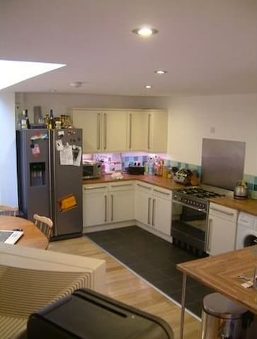Decent Double-Room in Homely Victorian House in E7 - London - Hus