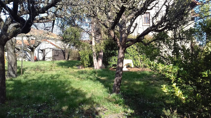Maison meublée avec grand jardin