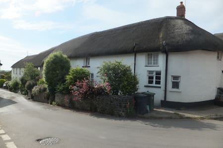Beautiful 15th Century Cottage 'Lyncroft' - Witheridge