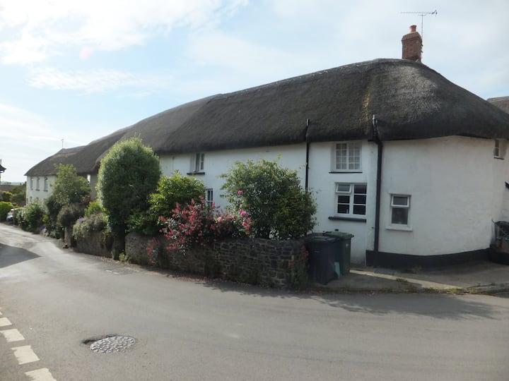 Beautiful 15th Century Cottage 'Lyncroft'