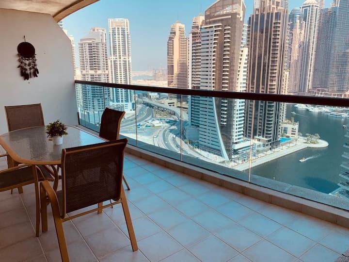 Marina location with Marina views