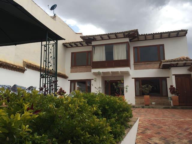 HOSTAL XUE - HABITACIÓN 104 - Villa de Leyva - Huis