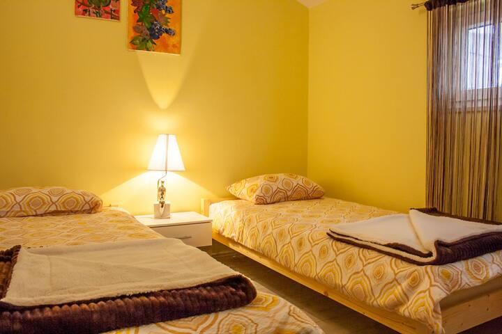 Bedroom 2: 2 x single bed 90*200cm