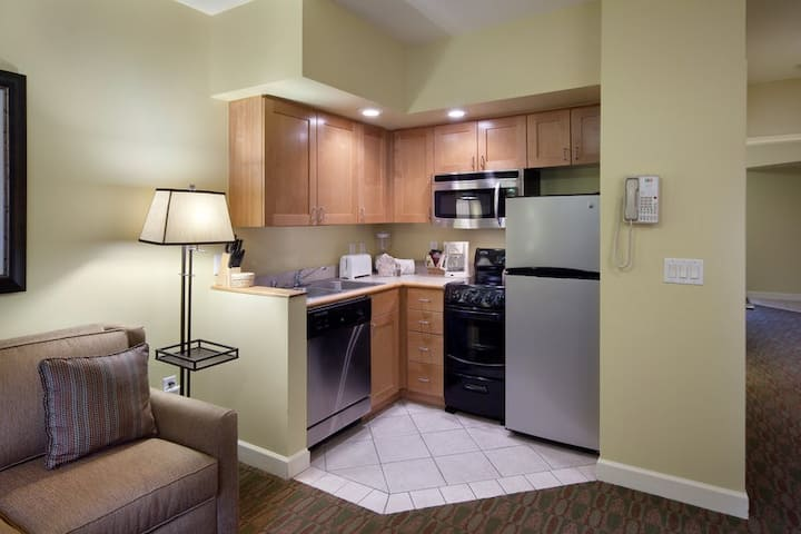 Condo nearby Grand Geneva Resort GOLF SKI onsite