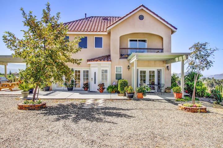 Gorgeous 4-Bed Home in Wine Country - Темекула - Дом