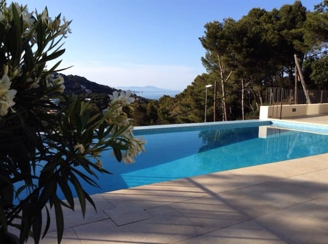 Contemporary Villa with Private Pool and Sea Views - Begur - Huis