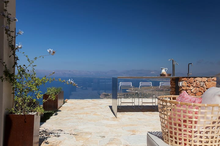 Luxury and spectacular views at La villa Là