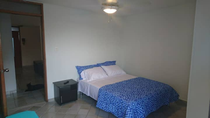Habitación cómoda con excelente ubicación =)