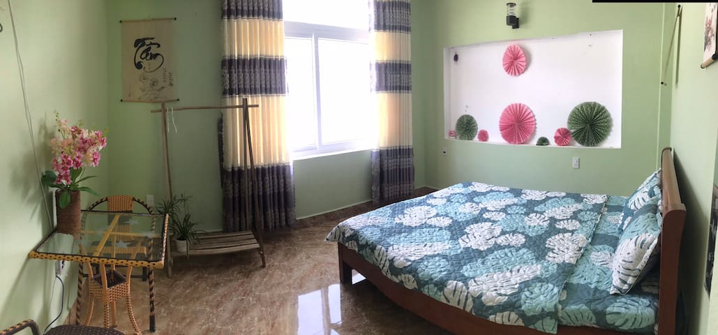 1BR ~Woody Table☘️ Near Pool and Center