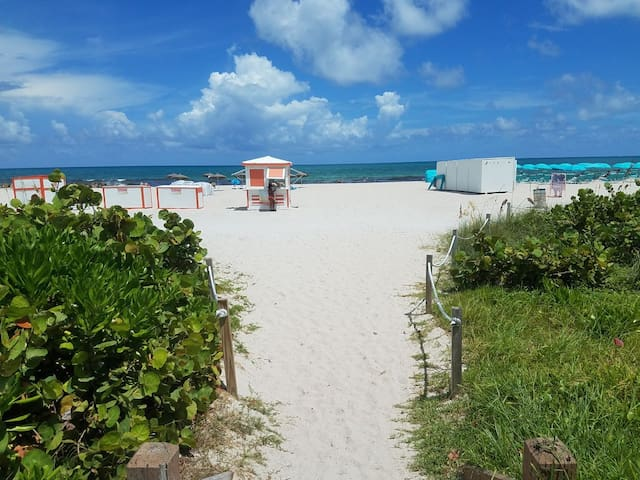 Fantastic Beach  Retreat.
