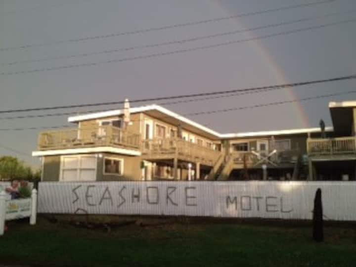 Privately Owned Condo @  Seashore Condo Hotel