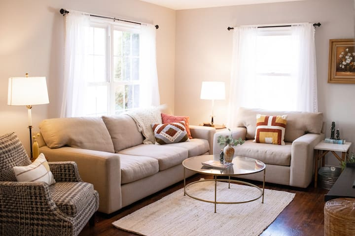 Clean & Comfy City House with A+ Guest Experience!
