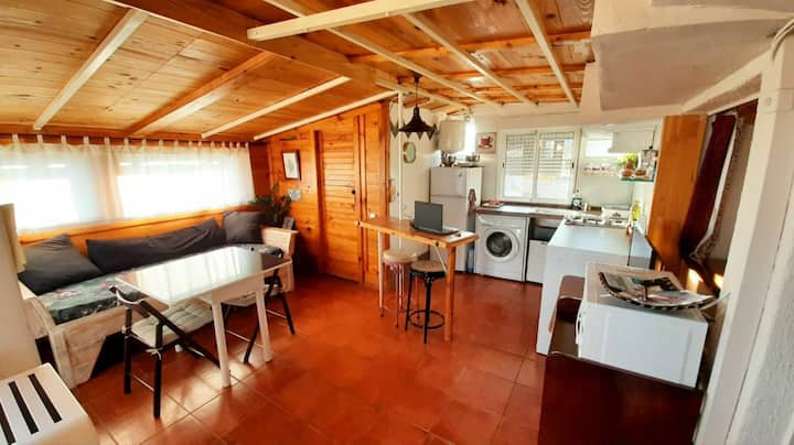 Cozy apartment next to BCN, beach, F1 circuit