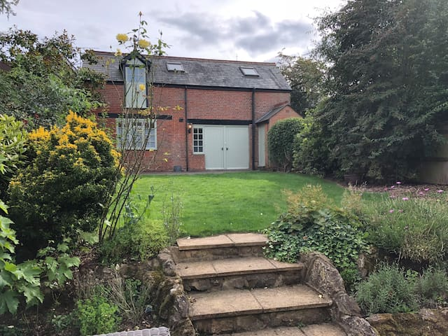 Fabulous Garden Coach House in Centre of Sevenoaks
