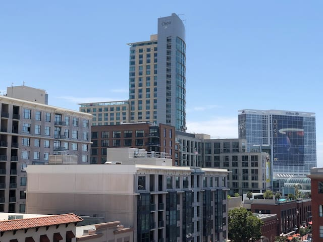 Beautiful View Gaslamp/Downtown San Diego Condo