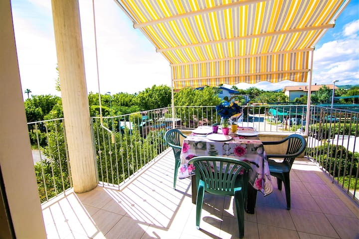 APARTMENT A MARTINSICURO TWO STEPS FROM THE SEA