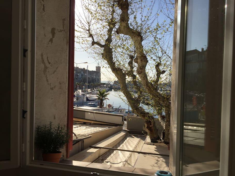 Fenêtre vue port