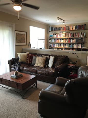 Cozy home with resort amenities near RTP. - Raleigh - Apartment