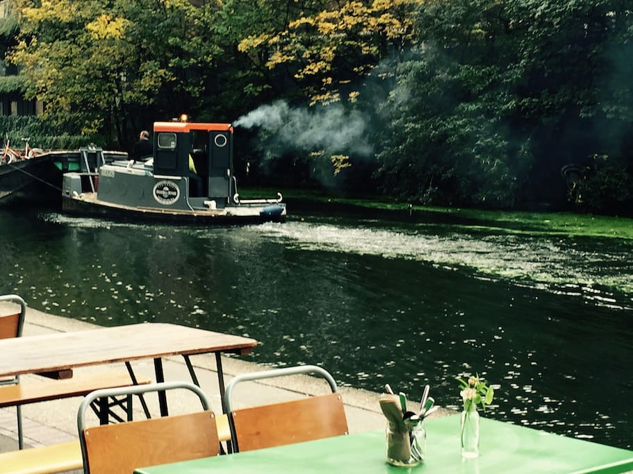 Cafe for breakfast on the canal 5 mins away