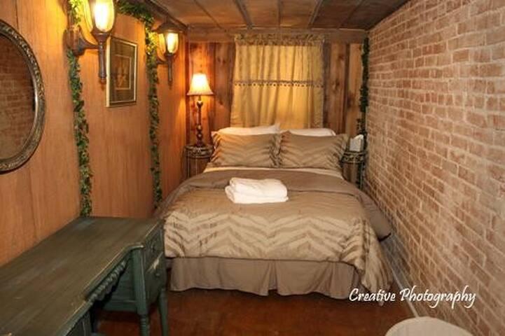 Peach Tree Guest Haus ~  Cottage - Eden - Bed & Breakfast