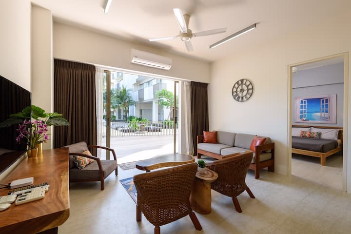 Beachfront/Direct access Pool Apartment@BY THE SEA