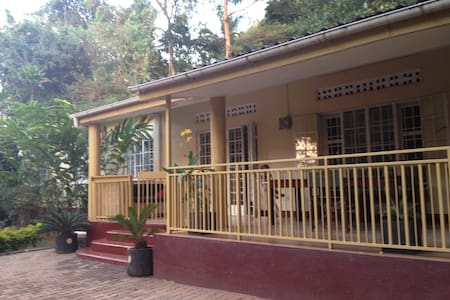 Rooms in bungalow in tropical garden, Naguru - Kampala