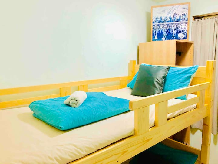 *Good Location for 2ppl Bunk near MRT/NightMarket