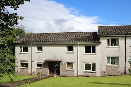 Mearns Kirk Apartments (sleeps 2 ) Free Parking - Newton Mearns