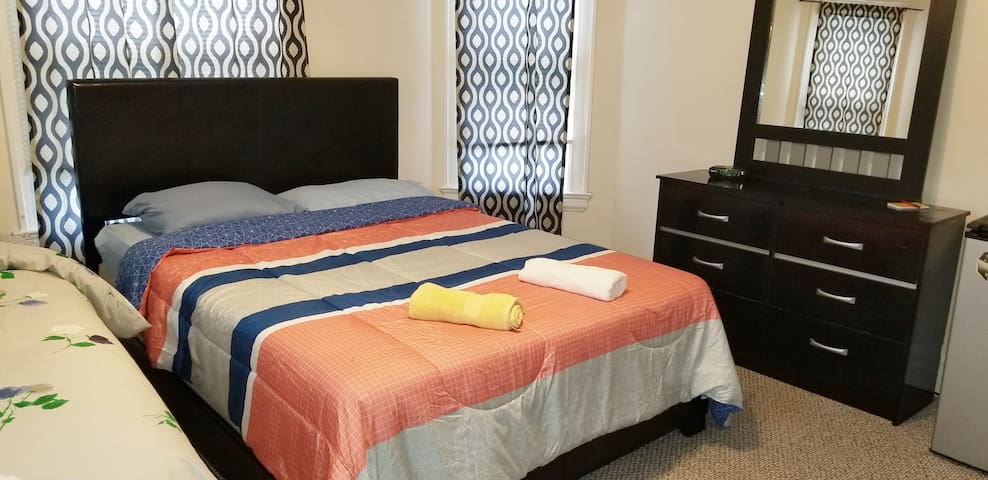 Spacious Master Bedroom with Parking. Close to JHU