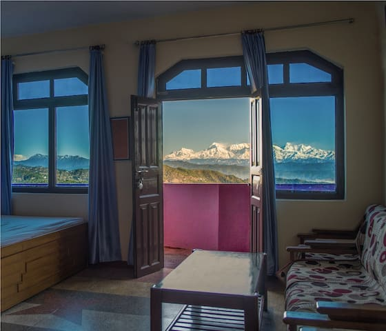 HIMADRI, BEST HIMALAYAN VIEW HOME STAY IN ALMORA