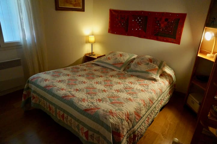 chambre lit 140
