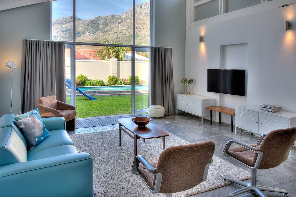 Lounge area with garden and mountain views
