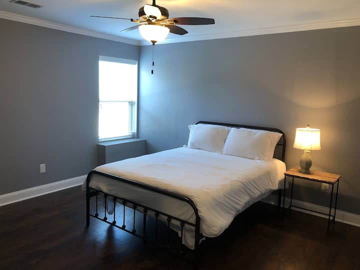 Spacious Downtown Lexington Apartment to Relax