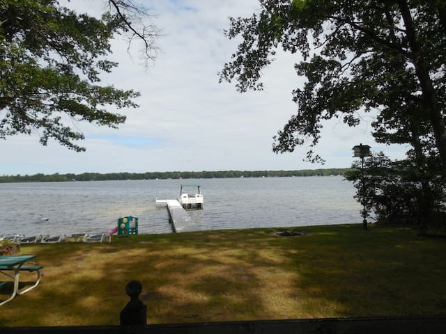 3 br 2 bth Cottage on Wolf Lake! - Baldwin - Dom
