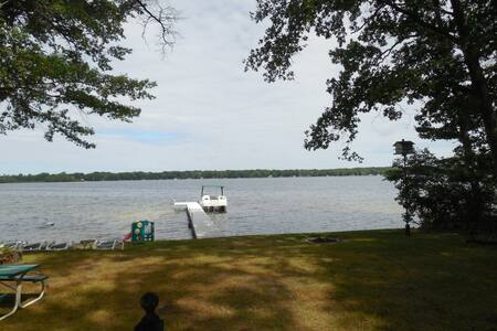 3 br 2 bth Cottage on Wolf Lake! - Baldwin - Huis