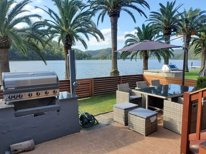 Hawkesbury Waterfront with WiFi, Foxtel+, and more