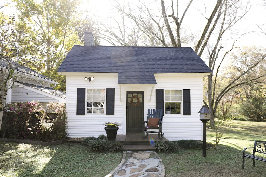 A cottage with a farmhouse design perfect for a quiet getaway.