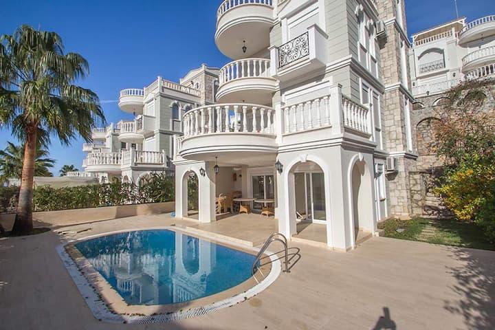 Luksusvilla i Alanya - opvarmet pool, strand, spa!
