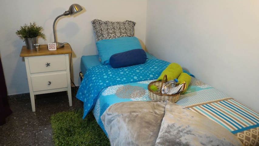 Bed & Breakfast. Single room near Plaça Espanya - Barcelona - Dom