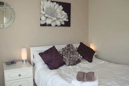 Warm welcome - double bedroom - Wolverhampton - Rumah